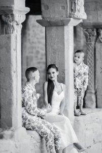 couple de mariés avec leur enfant